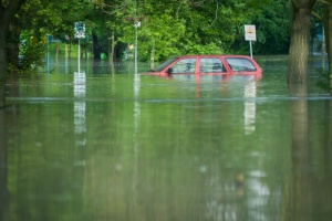a car in a parking lot underwater that has Commercial Flood Insurance